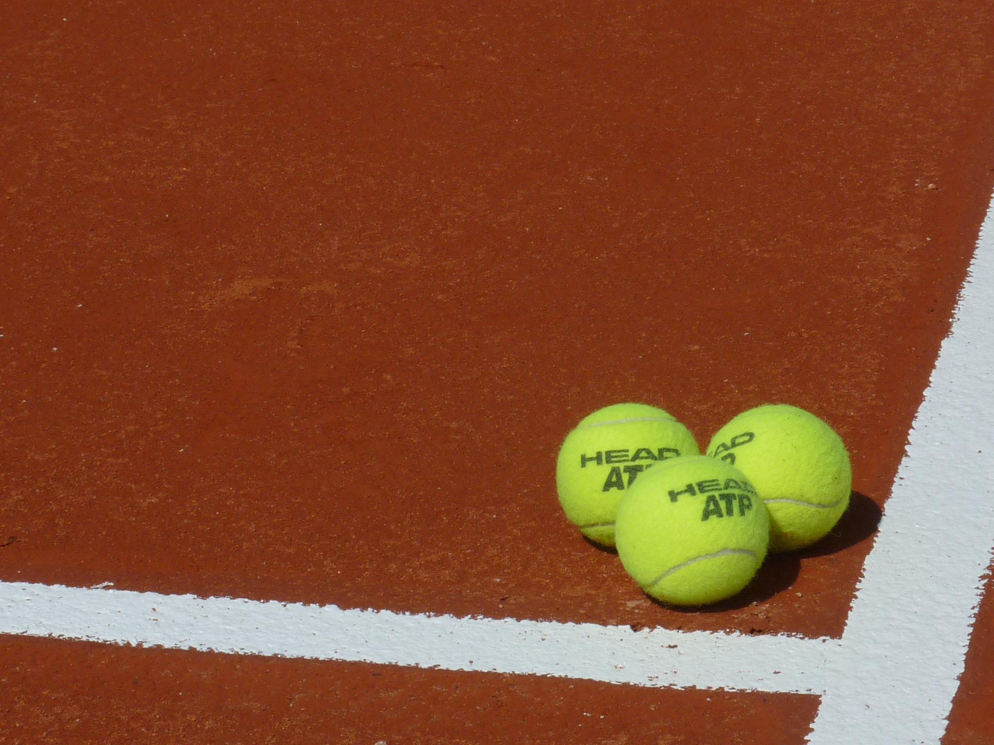 Ecole de tennis consultez votre groupe et les dates des for Un cours de tennis