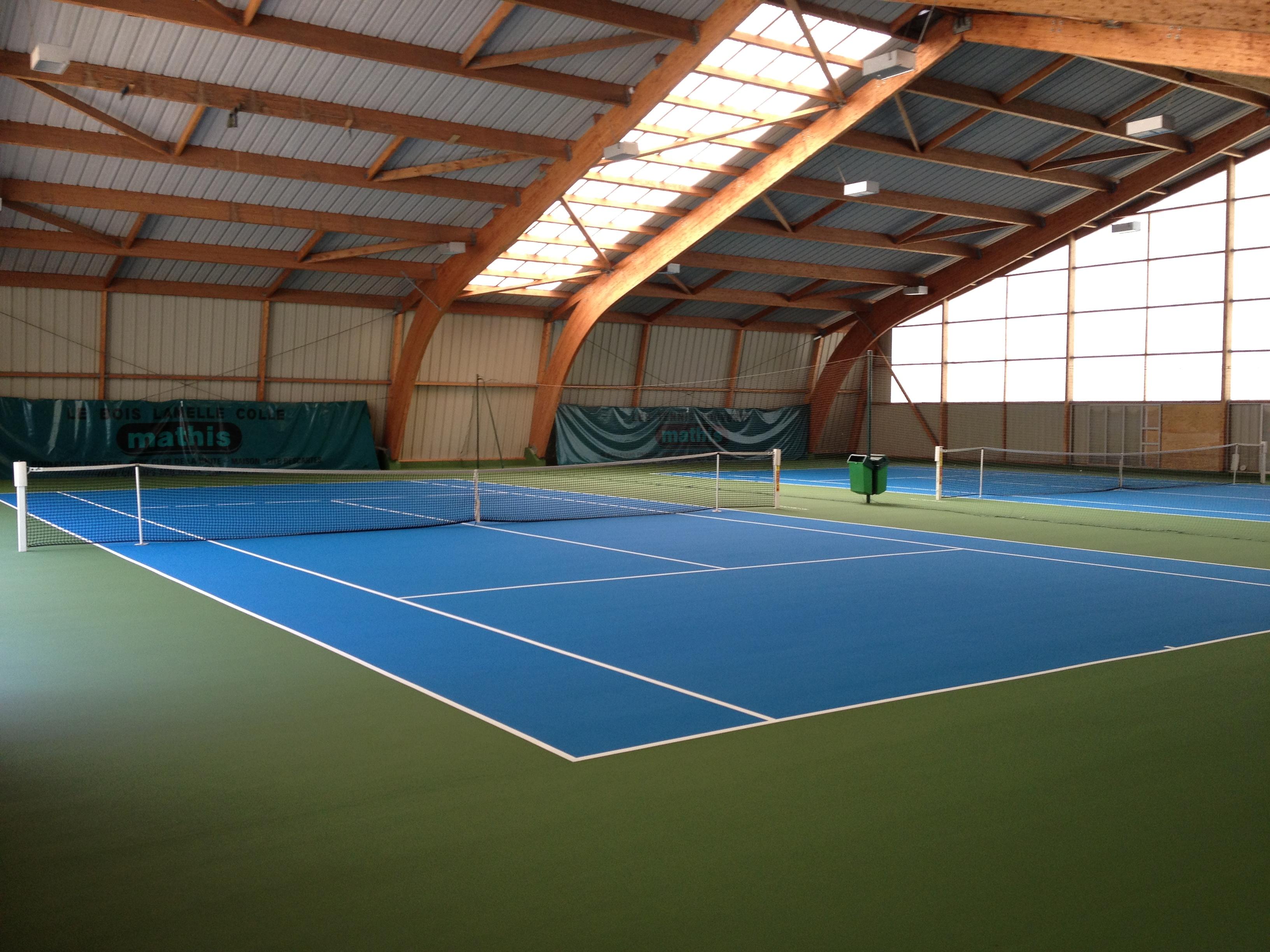 Une nouvelle superbe surface pour nos courts couverts for Club de tennis interieur saguenay